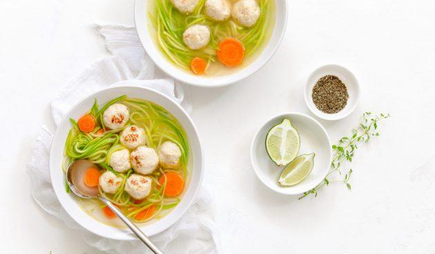 Суп с фрикадельками из индейки и кабачками