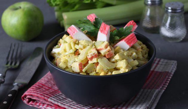 Крабовый салат с яблоком