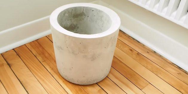 Как сделать вазон из бетона с помощью двух вёдер своими руками