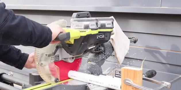Как сделать круглый вазон из бетона в гибкой форме из трубок: разрежьте трубу