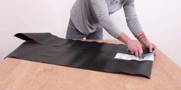 Как сделать вазон из бетона в гибкой форме из трубок своими руками: отрежьте кусок линолеума