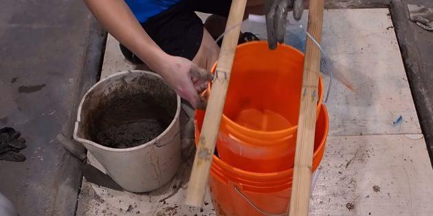 Как сделать вазон из бетона и двух вёдер своими руками: установите маленькое ведро