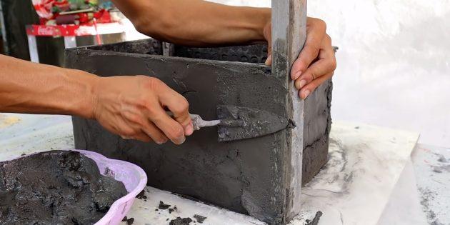 Как сделать вазон из бетона и пластикового ящика своими руками: разровняйте поверхность
