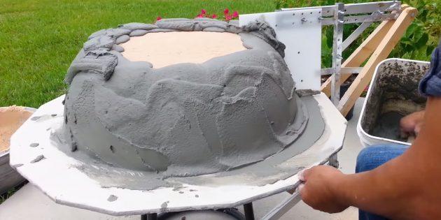 Как сделать вазон из бетона по гончарной технике своими руками: продолжайте добавлять раствор