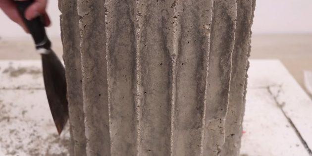 Как сделать вазон из бетона в гибкой форме из трубок своими руками: подровняйте поверхность