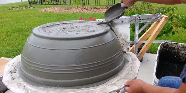 Как сделать вазон из бетона по гончарной технике своими руками: покройте заготовку жидким раствором