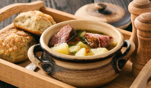 Быстрый овощной суп с копчёными рёбрышками