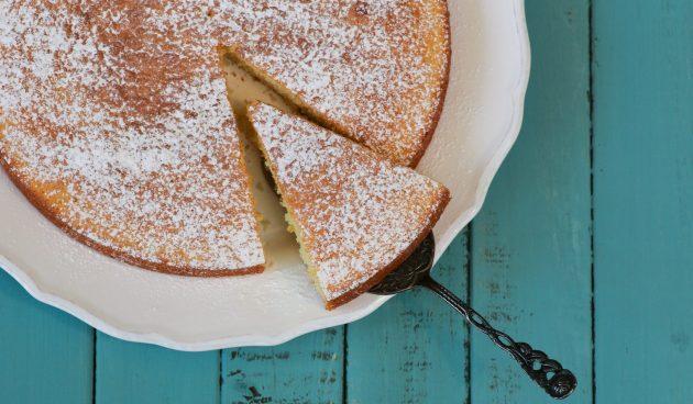 Простой пирог с измельчёнными грушами
