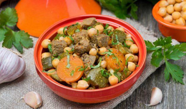 Рагу из говядины с кабачками и нутом по-мароккански
