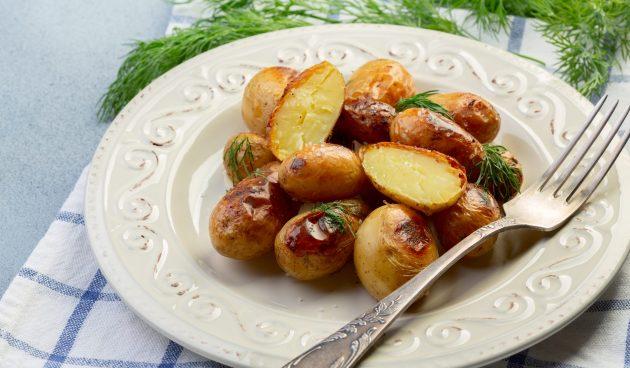 Молодая картошка с чесноком