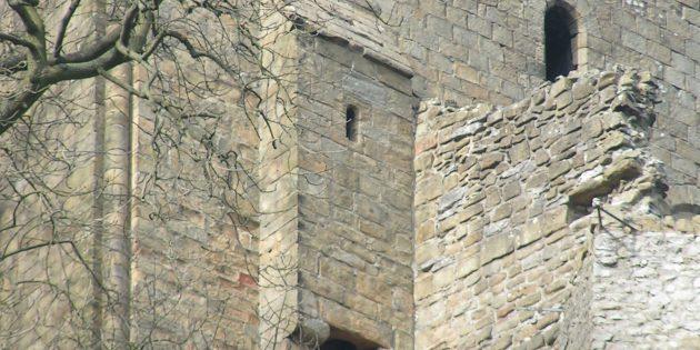 Мифы о средневековых замках: гардероб в замке Певерил, Дербишир, Англия