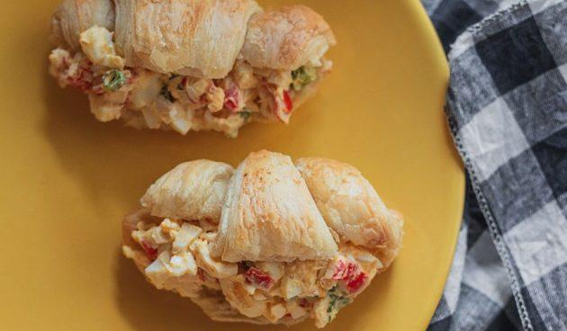 Сэндвичи с яйцами и крабовыми палочками