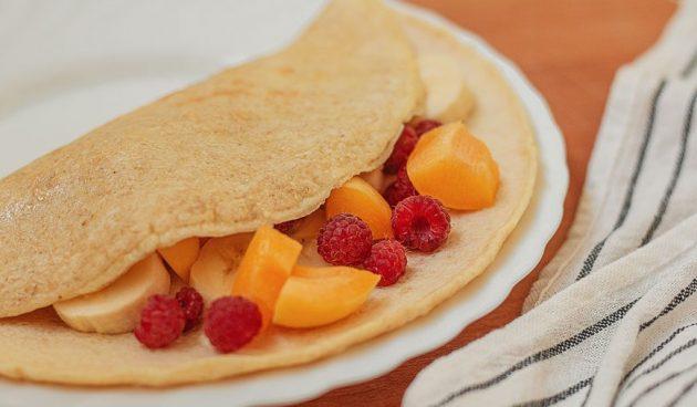 Овсяноблин с фруктами и ягодами