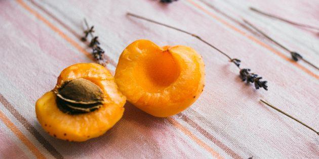 Вредные продукты: абрикосовые ядра