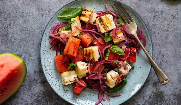 Салат с арбузом и халуми