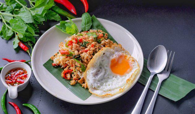 Курица с базиликом по-тайски