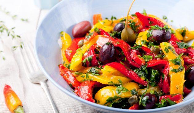 Ароматный салат из запечённых перцев