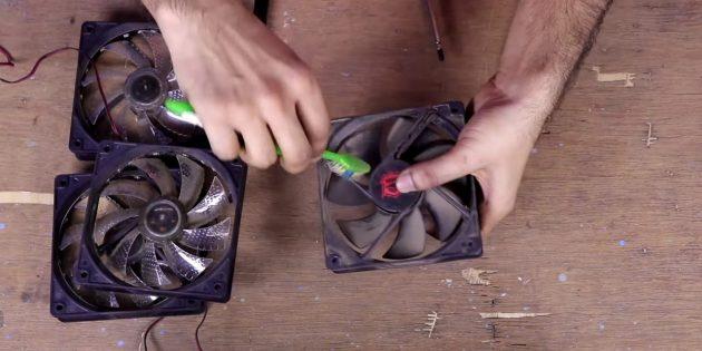 Как смазать кулер: очистите деталь снаружи