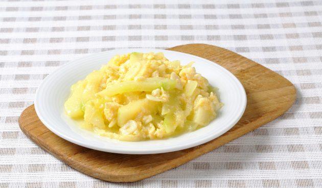 Тушёный кабачок с яйцами