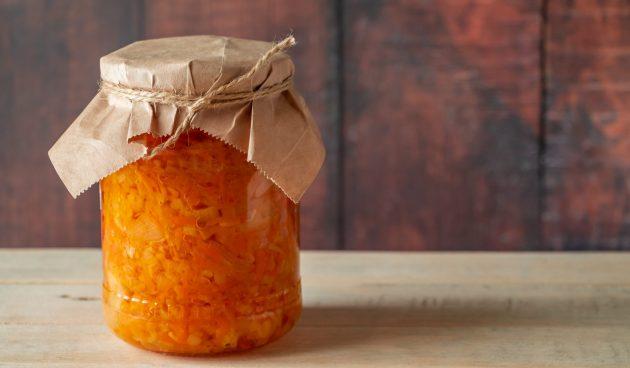 Салат из капусты с морковью и яблоками на зиму