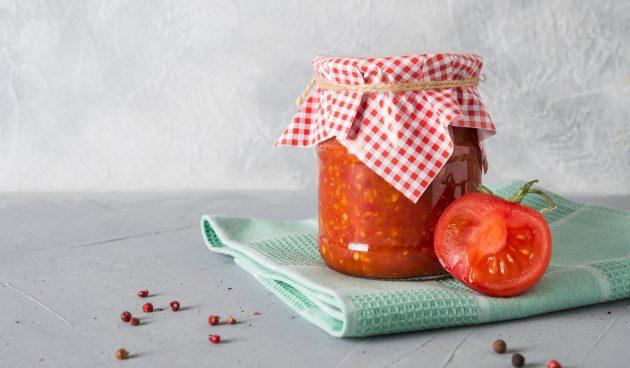 Аджика из помидоров с хреном без варки