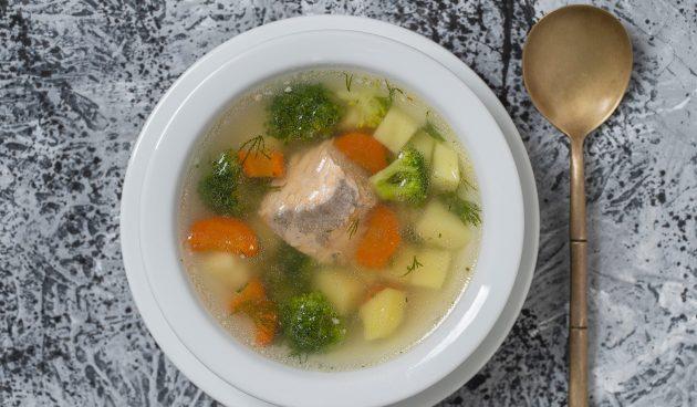 Суп с красной рыбой и брокколи