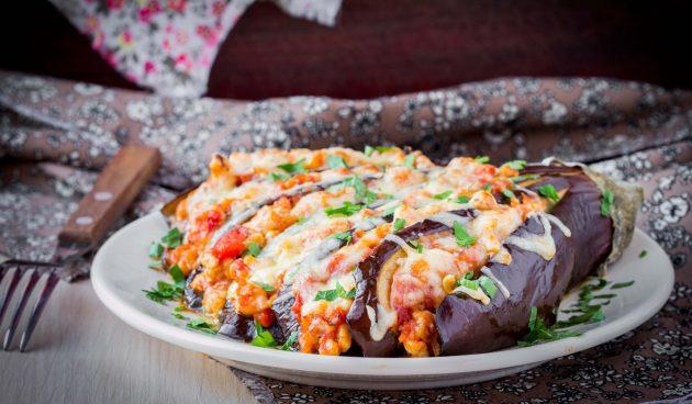 Баклажаны, фаршированные мясом и овощами