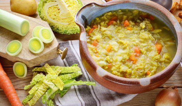 Суп с фасолью и савойской капустой