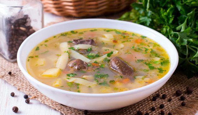 Суп с лапшой и куриной печенью