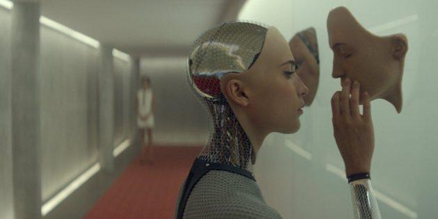 Кадр из научно-фантастического фильма «Из машины»
