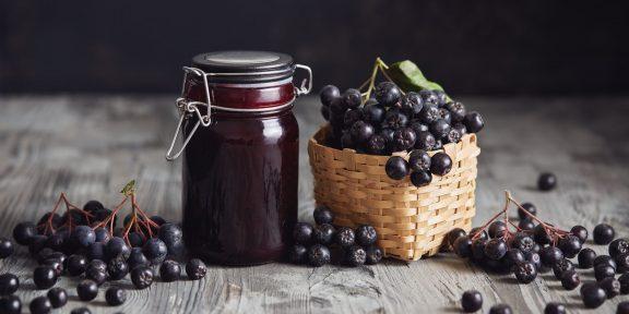 Вино, варенье, аджика. Что интересного приготовить из черноплодной рябины