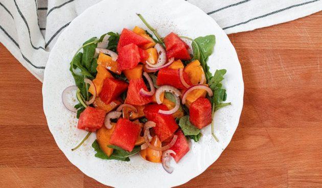 Салат с арбузом и помидором