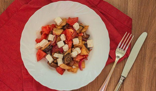 Тёплый овощной салат с фетой