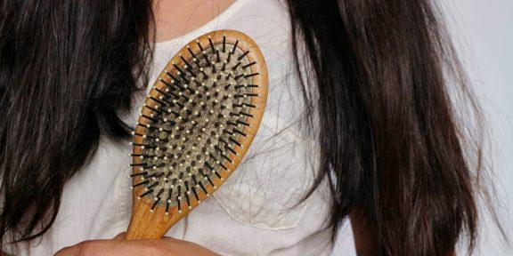 Как почистить плоскую, круглую или массажную расчёску для волос