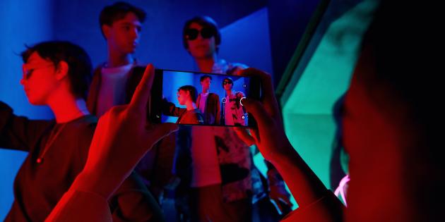 Возможности OPPO Reno 6: искусственный интеллект устраняет недостатки освещения