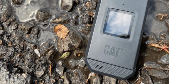 Caterpillar выпустила первую раскладушку на Android с защитой от воды и ударов