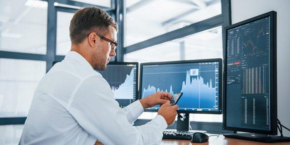Как инвестору следить за финансовыми отчётами компаний, чтобы заработать больше