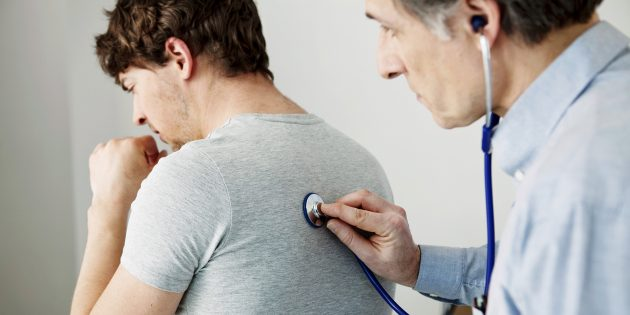 О чём говорит влажный кашель и как его лечить