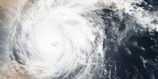 Что будет, если Земля остановится: начнутся ураганы, цунами и землетрясения