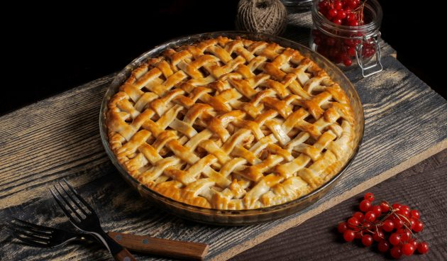 Пирог с калиной и яблоком