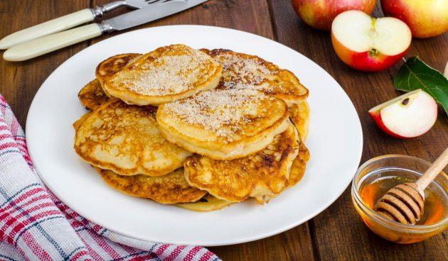 Оладьи с яблоками на кефире без яиц