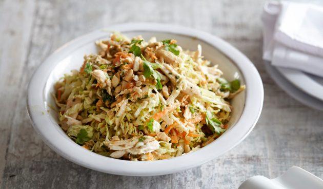 Салат с капустой и курицей в тайском стиле