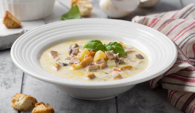 Суп с гречкой, сыром и грибами
