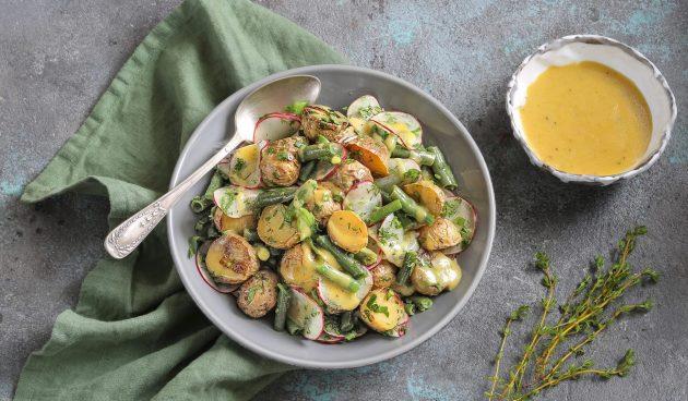 Салат со стручковой фасолью и картофелем