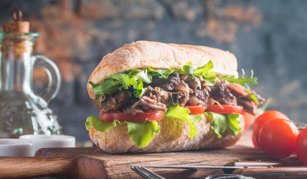 Сэндвич с тушёнкой за 15 минут