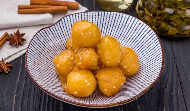 Жареные яблоки в карамели по-китайски