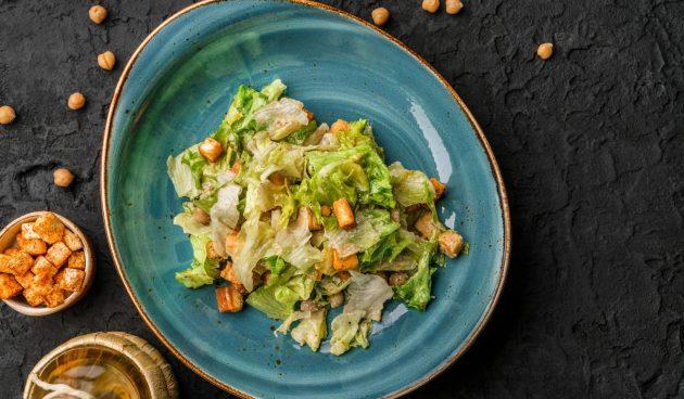 Веганский салат цезарь с нутом