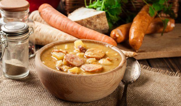 Гороховый суп с копчёной колбасой и беконом