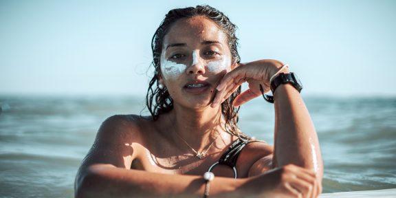 7 трендов в уходе за кожей из TikTok, которые дерматологи рекомендуют обходить стороной