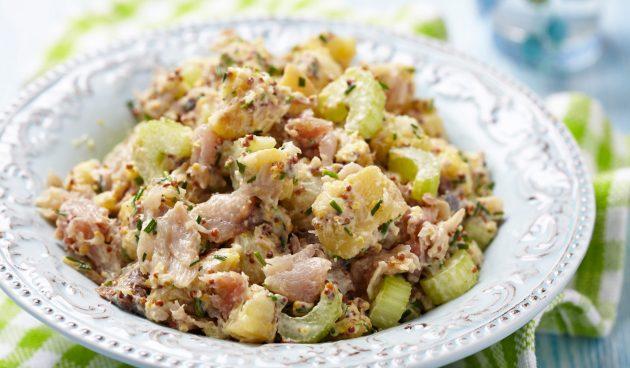 Салат со скумбрией, картофелем и сельдереем
